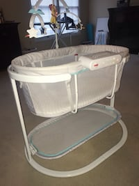 baby's white and gray bassinet Springfield, 22151