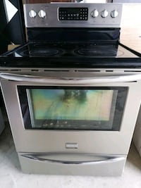 Frigidaire Gallery oven  Barrie, L4N 5S9