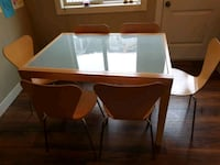 Expandable dining room table West Kelowna, V4T 3H5