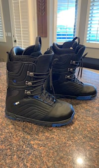 DC Snowboard Boots Mens Size 13 (like new)