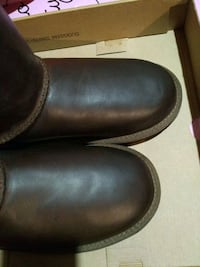 Brand new size 4 youth leather UGG Markham, L6C