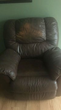 Leather recliner Columbus, 43207