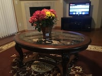 round brown wooden pedestal table West Des Moines, 50265