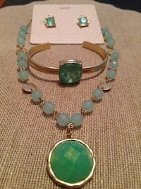 Gold with green gems and beads 3 piece set Manor, 17603