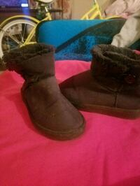 Lil girls size 13 boots  Bakersfield, 93305