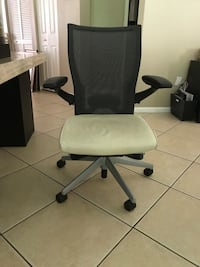 2 desk chairs available Miramar, 33027