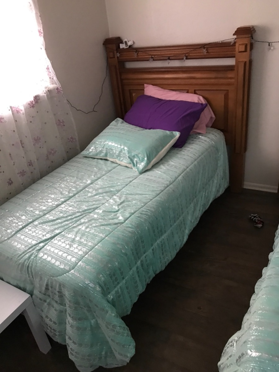 Used twin bed set with dresser for sale in laredo for Bed and dresser for sale