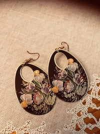 Earrings Burlington, L7M 4W5