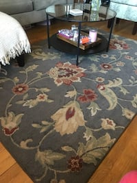 5x7 area rug - gray with floral deaign New York, 11201