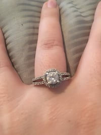 FROM WALMART BEAUTIFUL WOMEN RING SIZE 7-8 SILVER EXCELLENT CONDITION (pick up only) Las Vegas, 89129