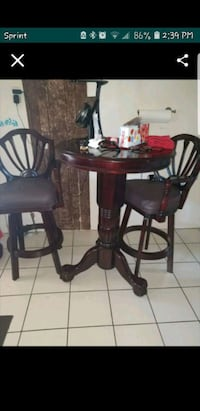 Bar table with swivel chairs  Antioch, 94509