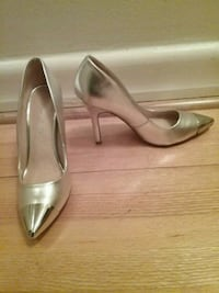 pair of gray leather heeled shoes 786 km