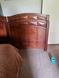 2 Solid wood twin headboards and footboard   Hoover, 35226