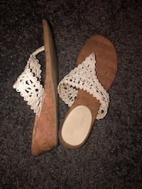 Wedged Sandals (size 8) 68 km