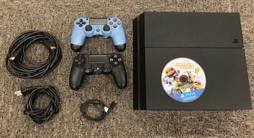 Sony PlayStation 4 w/2 Controllers