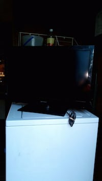 black flat screen TV with remote Toone, 38381