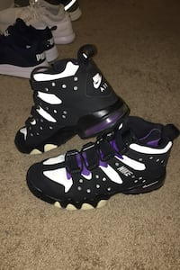 Shoes size 10  Baltimore, 21222