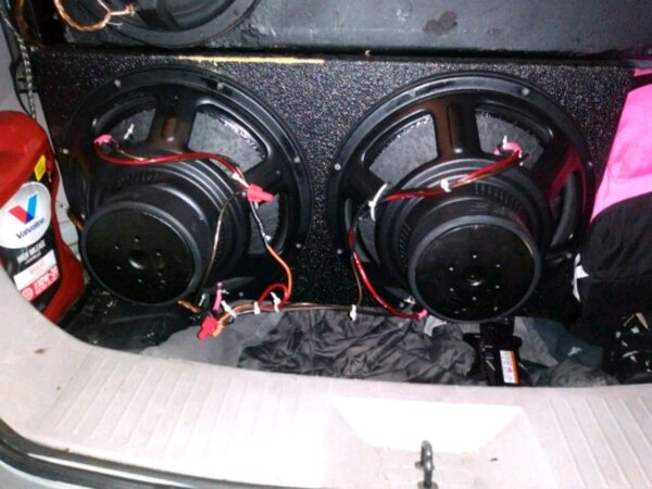 Begagnad 2 15 Inch Digital Design Subwoofers In Pro Box Till Salu I