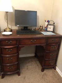 brown wooden single pedestal desk Mississauga, L5N 1L3