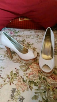 white leather peep-toe platform pumps Calgary
