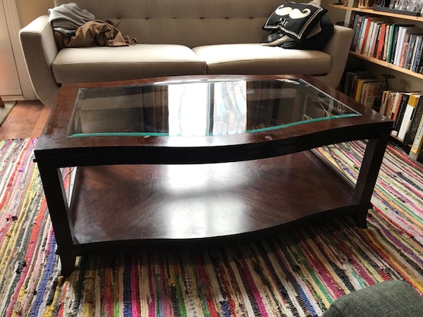 Hardwood and glass coffee table f6441ba0-3a3c-4a27-86be-d5e22376a6d6