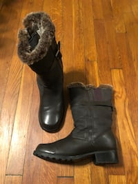Women's boots size 10 with fur trim brand Trotters Washington, 20002