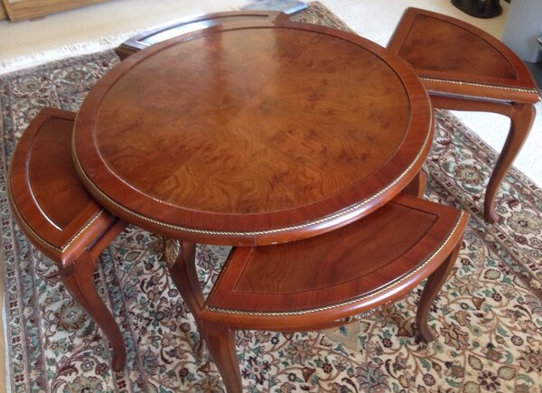 Used Beautiful Coffee Table 4 Pull Out Seats For Sale In Montréal