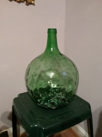 green and white ceramic vase Annandale, 22003