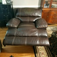 Real leather electric recliner Huntsville, 35802