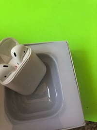 Brand new Wireless earbuds works with iPhone and android