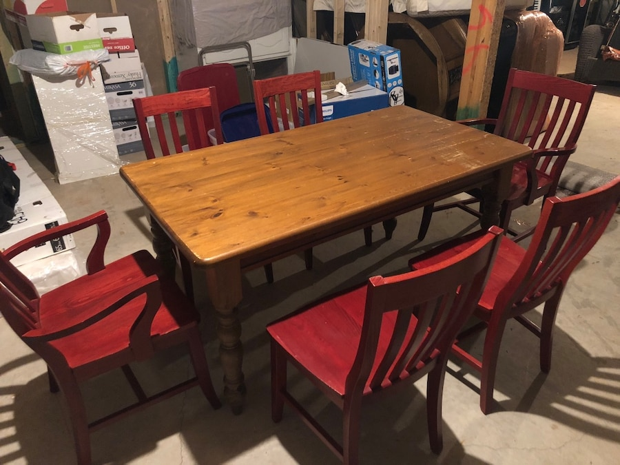 Photo Pottery barn kitchen table and 6 chairs