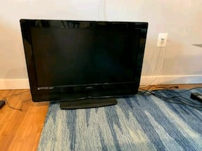 Vizio 32 inch TV with HDMI ports
