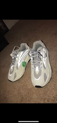 yeezy 700 v2 Linthicum Heights, 21090