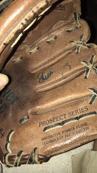 Evan longoria signed glove starting at 300 will work with you give me and offer Tarpon Springs, 34689