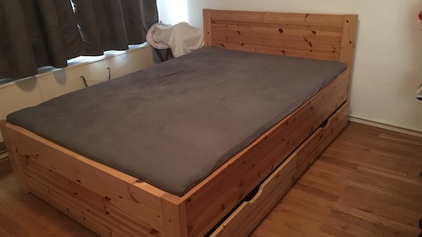 Wood bed with 4 drawers and mattress