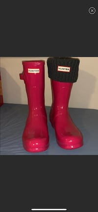 Hunter rain boots with knitted insoles included!