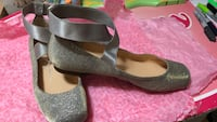 pair of gray-and-black wedge Freeport, 11520