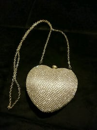 Heart shaped silver clutch  Dearborn Heights, 48127