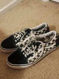 black-and-white low top sneakers Alexandria, 22307