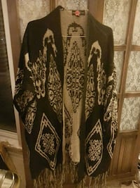black and white floral cardigan Coquitlam, V3J 6J9