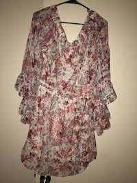 women's pink and white floral blouse Tucson, 85715