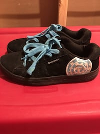 LIKE NEW* LADIES AIRWALKS SIZE 9 Runners! Springfield