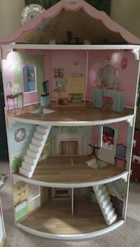 pink, white, and brown wooden dollhouse 617 km