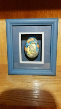 Hand Painted Egg in Shadow Box 43 km