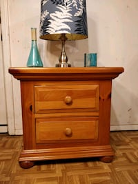 Solid wood BROYHILL night stand in very good condi Annandale, 22003