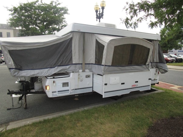 2004 Coleman Utah pop up trailer