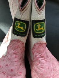 Pair of pink-and-white leather cowboy boots Los Angeles, 91316