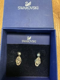 Swarovski crystal and pearl earrings  Mississauga, L4Y 1R6