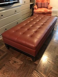 Tufted Ottoman/coffee table Los Angeles, 91604