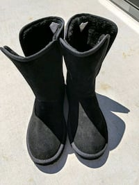 pair of black suede boots Vacaville, 95687